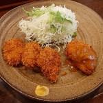 洋食Iwanaga  - 程よい厚みでしっとり柔らかな一口ヘレカツは、とんかつソースと和辛子で、右は自家製ソースでいただく蟹クリームコロッケ