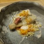 淡 如雲 - 海老芋にサーロイン薄切り、昆布森ウニと栗、胡麻豆腐のソースとカラスミで
