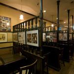 ロンドンティールーム - お席のほとんどはパーテーションで仕切られた、落ち着ける半個室席です
