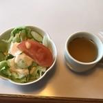 コーヒーハウス 三番館 - セットメニューのサラダとスープ