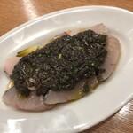 Yorgo - 炙りサワラと下仁田ネギのマリネ、黒オリーブソース