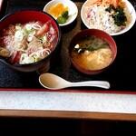 もうら食堂 - 料理写真:本日の気まぐれ定食 寒ブリの漬け丼(800円)※ご飯、味噌汁、サラダは食べ放題