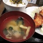 南蛮食堂 - お味噌汁、だし薄^^;;