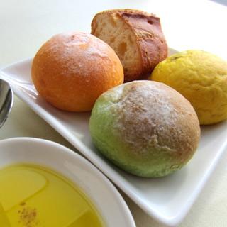 カサブランカ・フランセーズ - (朝食)¥1260 ①ほうれん草・トマト・かぼちゃ・バケット天然酵母のパンたち。