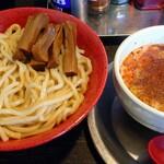 勢拉 - つけ麺(中盛)・極太黒メンマ・辛味トッピング・ネギ増し