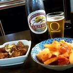 白頭山 - 白頭山 駅前店@小倉 ビールと大根キムチ、揚げ鶏のあんかけ