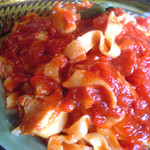 らんる - チキンのトマトソースのパスタ。
