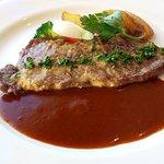 ラピュタ - 肉:ニュージーランド産牛サーロインステーキ エスパニョールソース