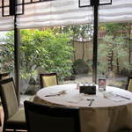 中国料理 桃李 - ビル5階なのに窓の外には庭園が