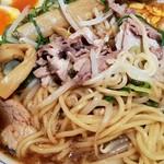 たかばしラーメン - 麺とチャーシュー