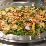 熟成肉 貸切 FORST6丁目 - チーズたっぷり産直野菜のサラダ