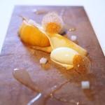 モトイ - 新興梨のクレープ 焦がしバターのソース 梨のソース バニラアイス