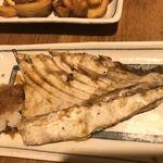 炉ばた焼 妻籠 - なんかわからん魚のカマ塩焼き