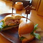 森のくまさんcafe - 料理写真:ベーグルサンド チキン