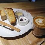 ソルズ コーヒー ラボラトリー - 「自家製山型食パンのモーニングセット」