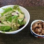 鉄板焼なにわ - サラダ&和牛と牛蒡の煮込み