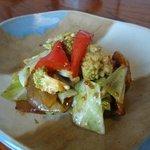 東会芳 - 鶏肉の春キャベツ味噌炒め