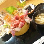 魚心亭 - スペシャルおまかせ丼