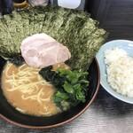 桜道家 - 料理写真:お馴染みの武蔵家系譜らしさを感じるルックス