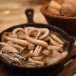 ワイン酒蔵 ビストロ魚バカ一代 - 海鮮豪華盛りアヒージョ