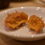 ワイン酒蔵 ビストロ魚バカ一代 - ウニクリームコロッケ 中はパンパンに詰まってます