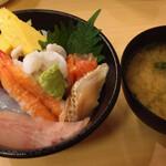 すし松 - 日替り海鮮丼(税込500円)