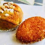 ブーランジェリー メゾン ユキ - 料理写真:カレーパン、紅茶のパン