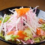 スモークサーモンの大根サラダ