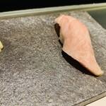 鮨 甚平 - 大トロ