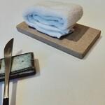 120449893 - タオルを置く板もこだわり、もう入手不可能だそう。。