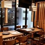 焼肉・韓国料理 KollaBo - 落ち着いたモダンな雰囲気
