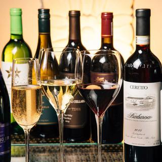 ソムリエ厳選の多種多様なワイン。