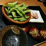 個室 藁焼き 日本酒処 龍馬  - 枝豆など前菜
