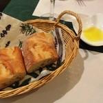 アンブロージャ - パンは香ばしい。オリーブオイルと