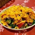 スンガバ - スンガバサラダ 野菜もチキンもボリュームいっぱい