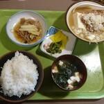 定食家 - 煮込定食は汁物がダブりがち