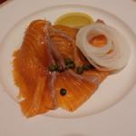 ビストロ・かじき - 料理写真:スモークサーモン(1050円)大ぶりでびっくり♪