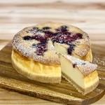 浜潮 - 食後のデザートです。ホワイトチョコとベリーのベイクドチーズケーキ。