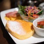 カフェタナカ - 料理写真:ビッグモーニングパンケーキハーフサイズ