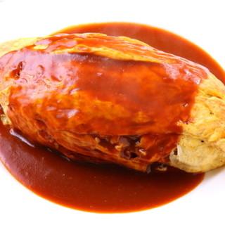 オムライスやハンバーグなど、良質な牛肉を使ったメニューが豊富