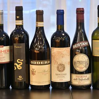 多彩なイタリアワインをご用意。セラーに隠れた裏メニューも◎