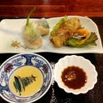 ベトナム料理店 ウィッチ フォ - 生春巻きと揚げ春巻きが付いてきます。
