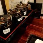 ベトナム料理店 ウィッチ フォ - テーブルの調味料