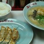 みっちゃんラーメン - 料理写真:餃子セット750円