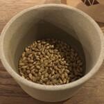 ニホンバシ・ブルワリー - お通しの大麦