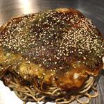 広島焼き どんき - 広島焼き660円にチーズトッピング150円