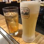 広島焼き どんき - 生ビール480円税抜とウーロン茶280円
