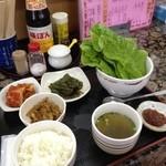 キムチのピリ辛 - 料理写真:サンチュセット