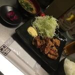 ジンギスカン蝦夷 - ザンギ定食にタルタル。名古屋ならひょっとするとありえる。