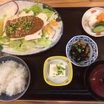 旬彩和膳 左がわ - 蒸し鶏味噌かけ定食(990円)